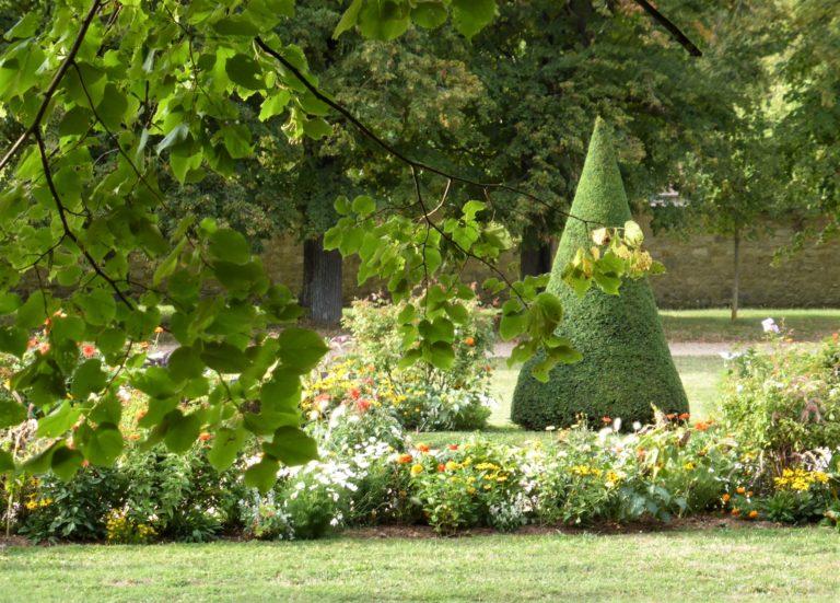 Le parterre central du parc du château de la Malmaison