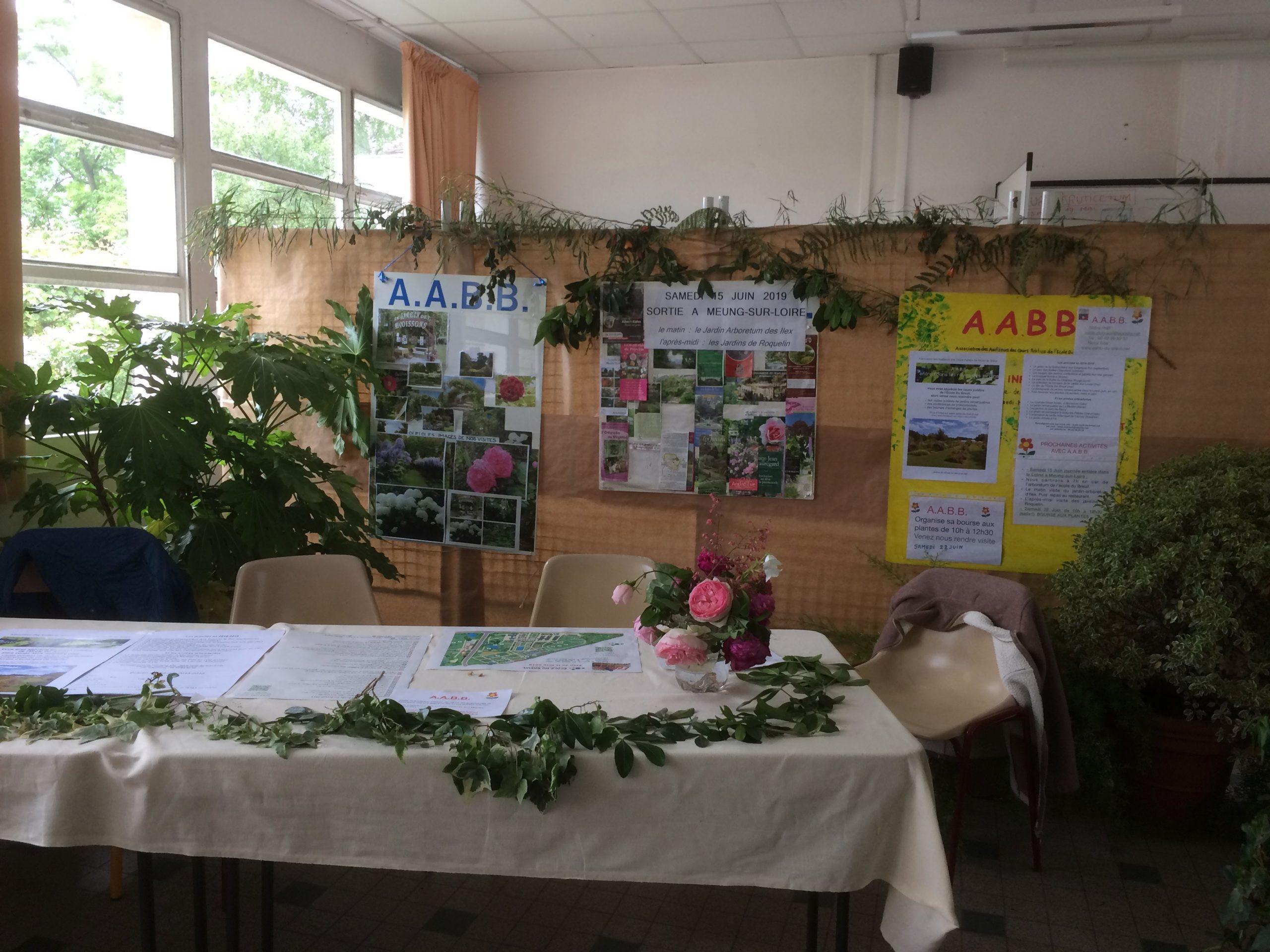 Notre stand est décoré par l'une de nos adhérentes qui est experte en bouquet d'iikebana